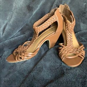 Size 6.5 brown braid short heeled shoes